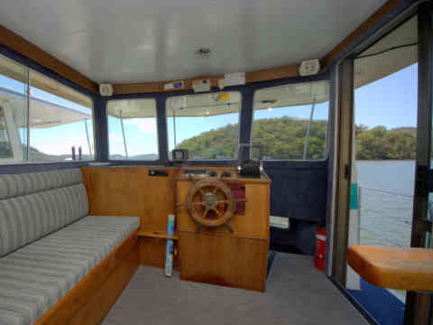 33 NM 3 Helm Lounge Double bed